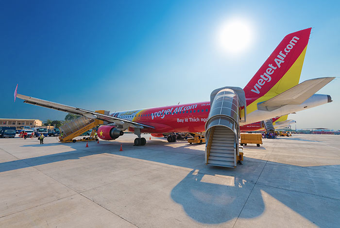 Ein VietJet Air Flugzeug am internationalen Flughafen Tan Son Nhat in Ho Chi Minh